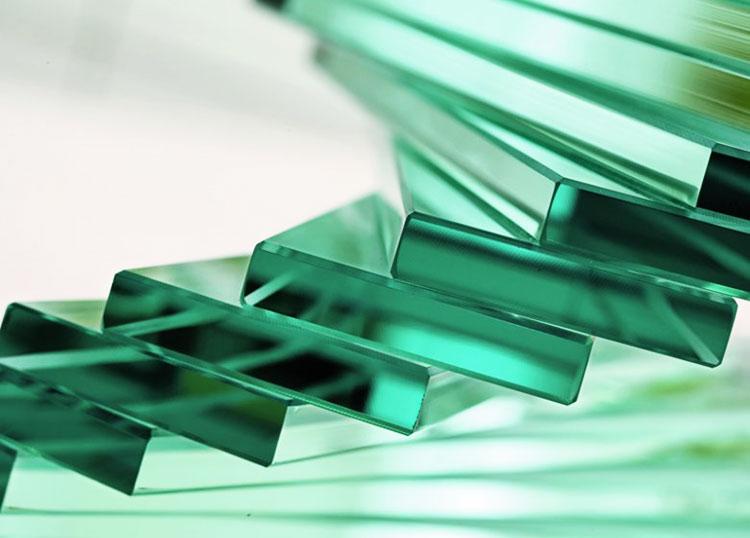 Прямолинейная обработка кромки стекла